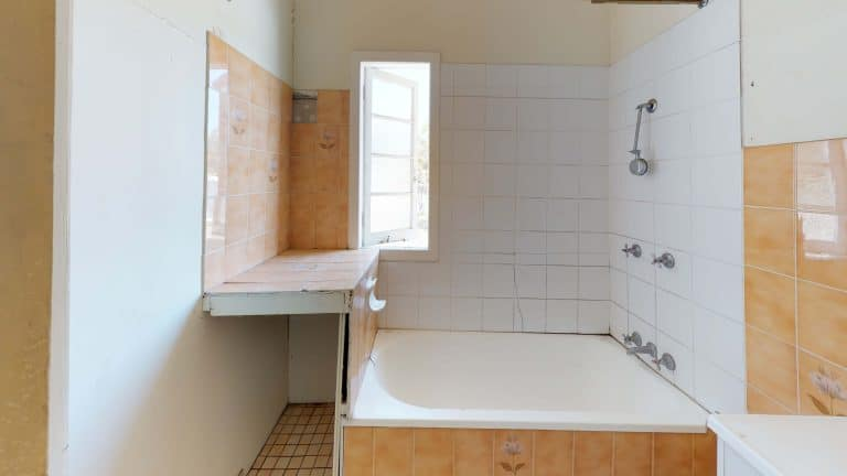 43-Bathroom (1)