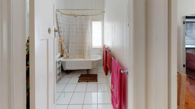 Gallway-House-Bathroom