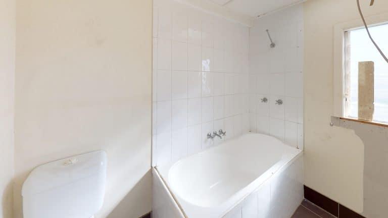 House-8-Bathroom (wecompress.com)