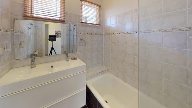 SCARLETT-Bathroom(1)