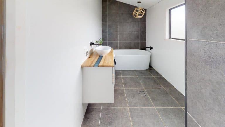 Lizzy-Bathroom