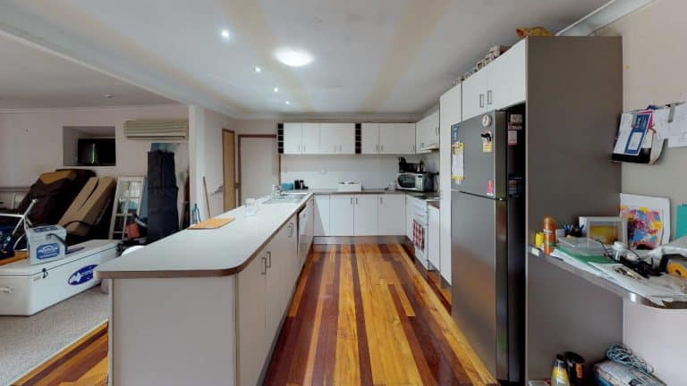 MORETON-WATERS-Kitchen