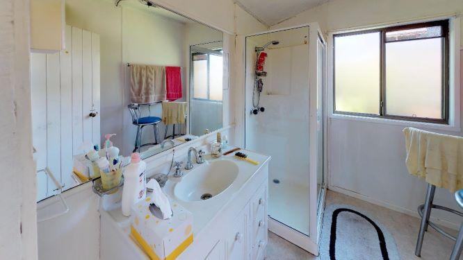 Cooroy-Bathroom