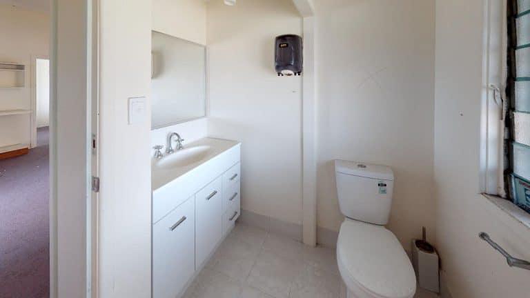The-Clubby-Bathroom(1)